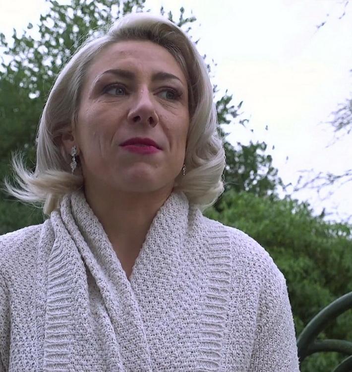 Julie - A deux dans l'anus de Julie (JacquieEtMichelTV/Indecentes-Voisines) FullHD 1080p