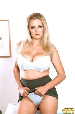 Wendi White (Bra Busters) [2003 г., MILF, big tits, blonde]