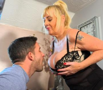 Wendy Leigh - Sex With A Busty British MILF (2020) 1080p